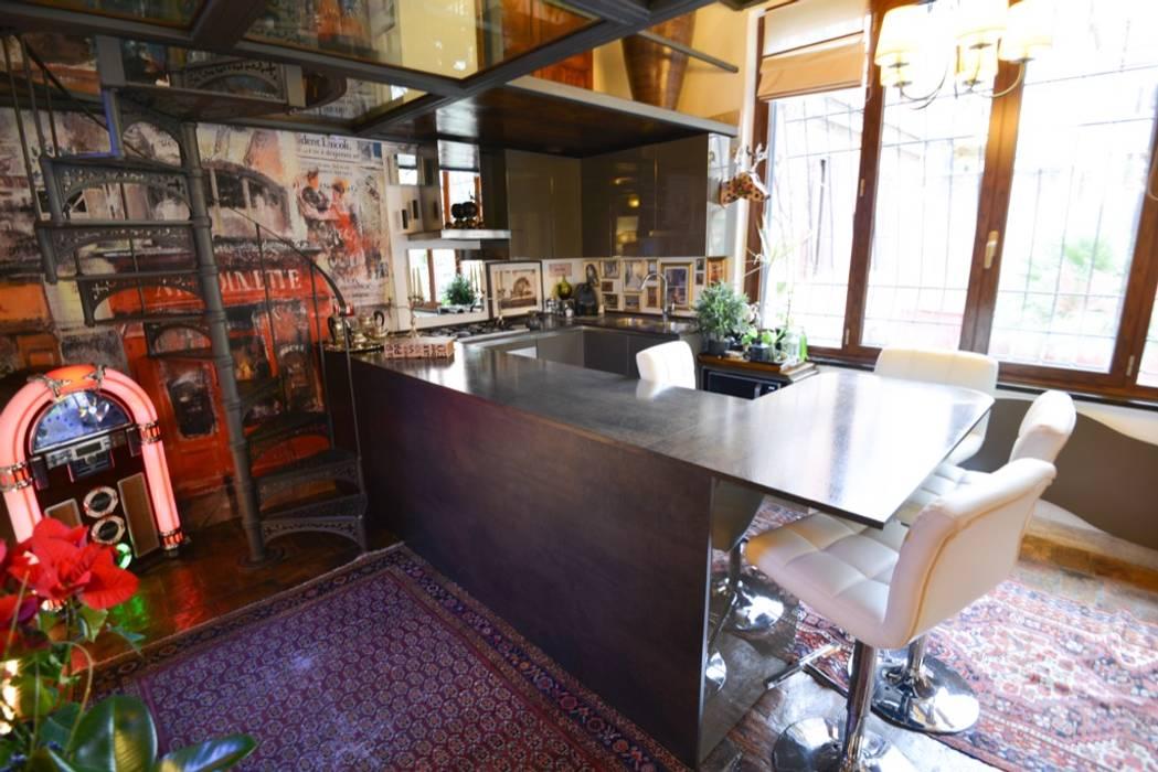 Zona Cucina : Cucina in stile in stile Moderno di Studio Fori