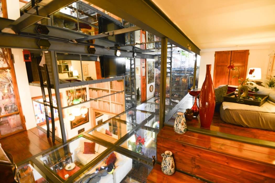 Il Secondo Livello: Ingresso & Corridoio in stile  di Studio Fori