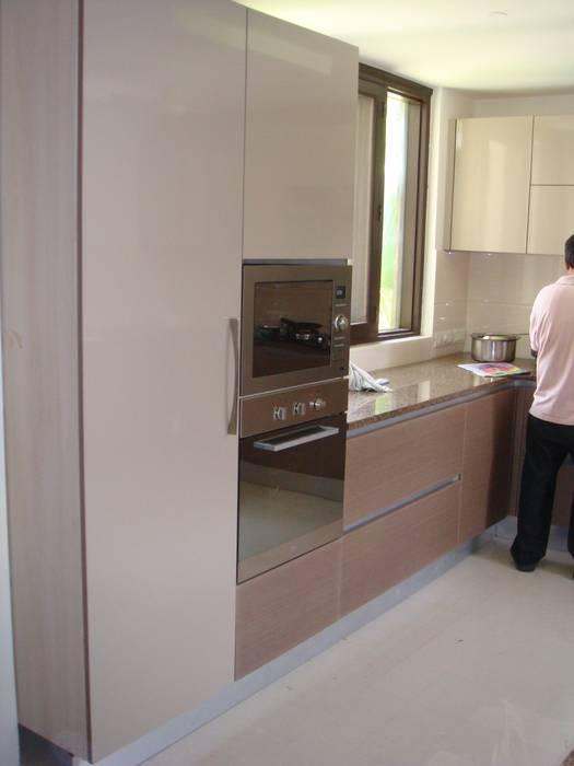 Microwave & Oven Modern kitchen by elegant kitchens & Interiors Modern Chipboard