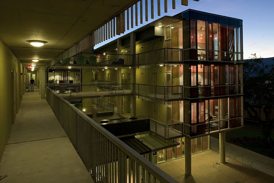 Wall Residential College, Tulane University, New Orleans Modern Houses by studioWTA Modern