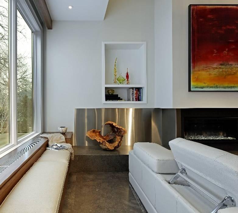 Fireplace Detail 现代客厅設計點子、靈感 & 圖片 根據 Douglas Design Studio 現代風