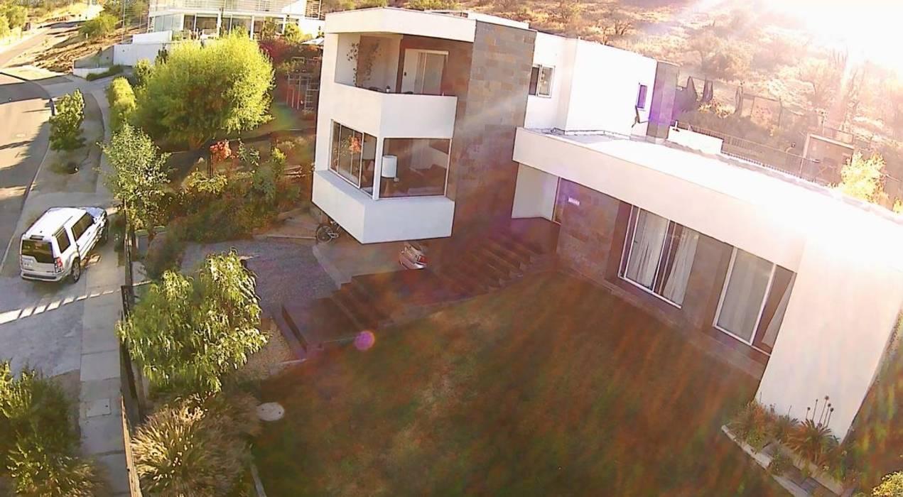 CASA LA RESERVA: Casas de estilo  por ARQUITECTURA VANGUARDIA