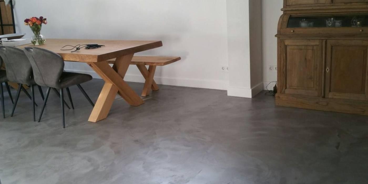 woonbeton vloer over vloerverwarming:  Eetkamer door stucamor