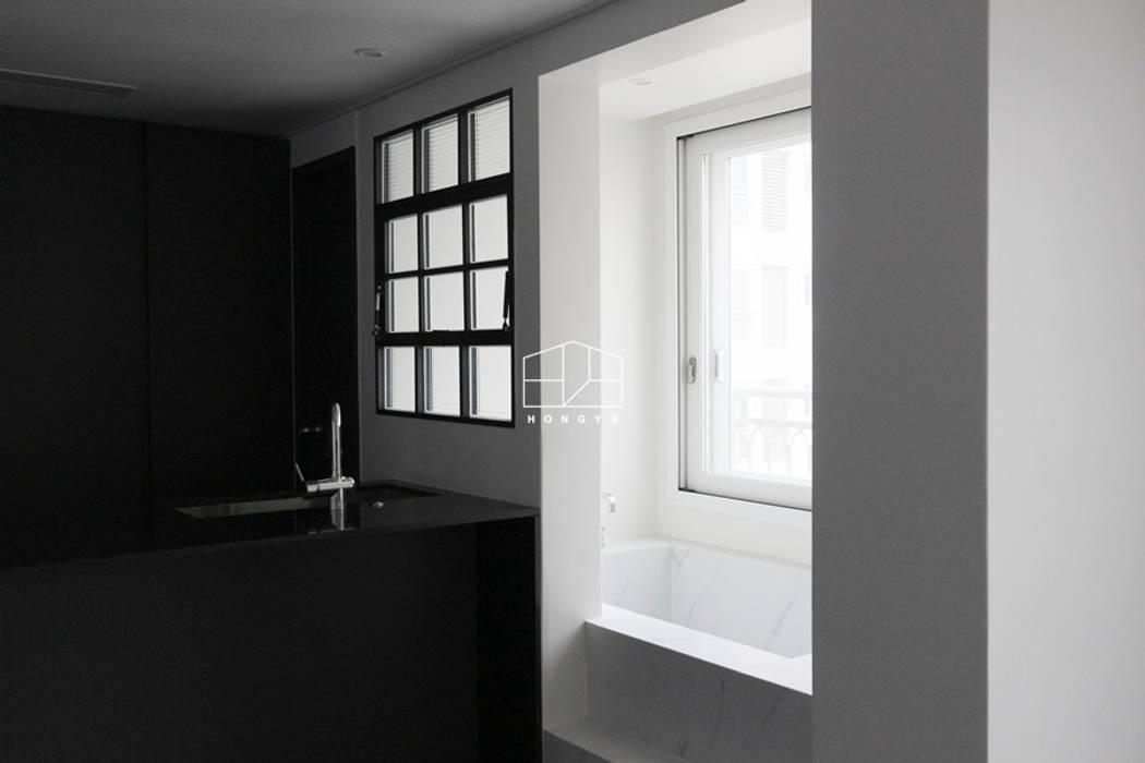 모던한 느낌의 아파트 인테리어_35py: 홍예디자인의 현대 ,모던