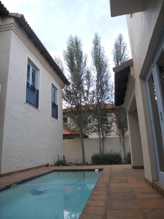 Casas de estilo  por SOJE Interior, Design and Decor PTY (Ltd), Mediterráneo