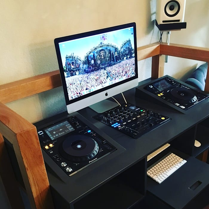Studio GAAF ห้องนั่งเล่นชั้นวางทีวีและตู้วางทีวี