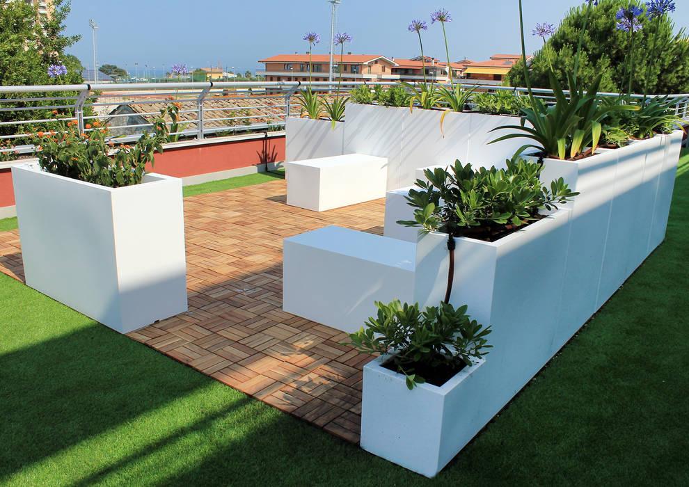 Balcones y terrazas modernos de SPAZIODABITARE architects Moderno