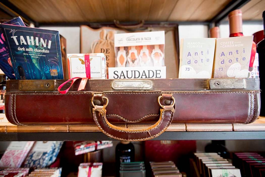 DuMonde Chocolaterie - SHI Studio Interior Design: Lojas e espaços comerciais  por SHI Studio, Sheila Moura Azevedo Interior Design,