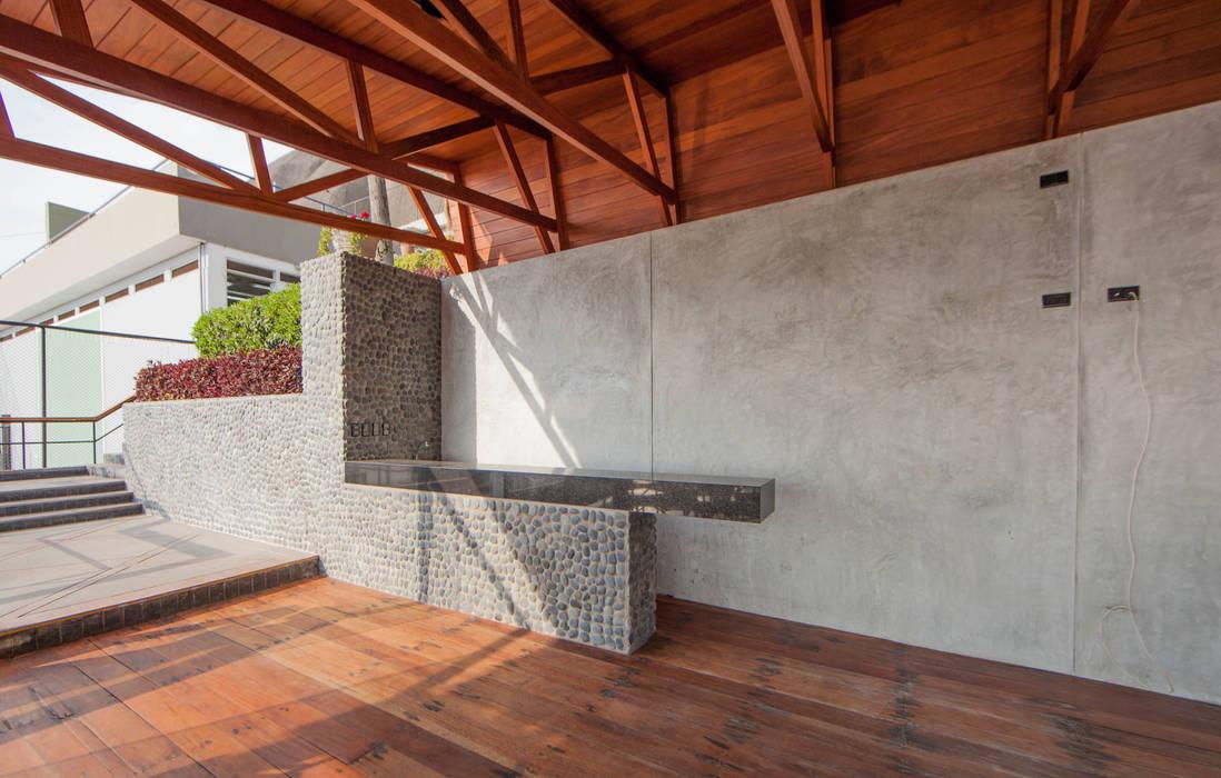 Remodelación del Comedor Segundo Nivel: Bares y Clubs de estilo  por NIKOLAS BRICEÑO arquitecto