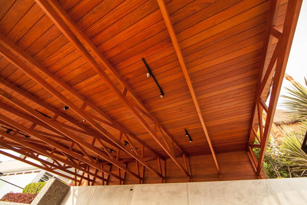 Bares y Clubs de estilo  por NIKOLAS BRICEÑO arquitecto