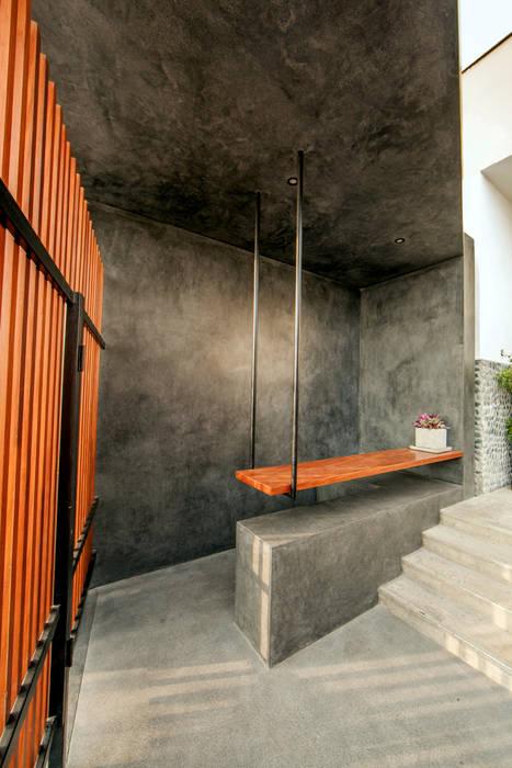 Remodelación Ingreso Principal al Club: Bares y Clubs de estilo  por NIKOLAS BRICEÑO arquitecto