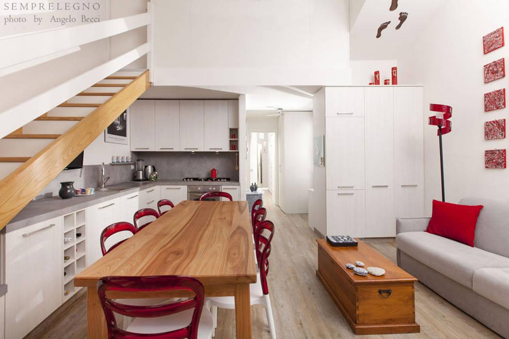 Mobili Soggiorno Angolari : Soggiorno con zona pranzo e cucina angolare arredata con mobili