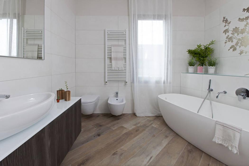 Mobili moderni fatti su misura per bagno di design: bagno in stile ...