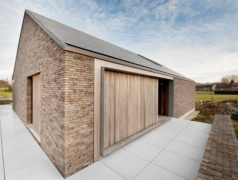 Modern home by das - design en architectuur studio bvba Modern Wood Wood effect