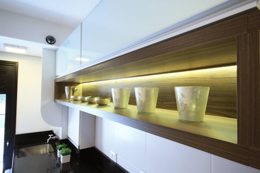 Cozinha Cozinhas modernas por Arqbox Moderno Madeira Efeito de madeira