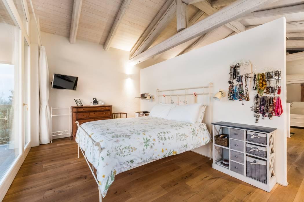 Camera padronale: camera da letto in stile in stile coloniale di uau ...