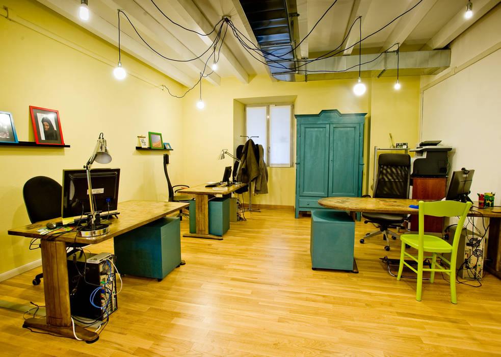 Zona uffici: Studio in stile in stile Rustico di Valentina Farassino Architetto