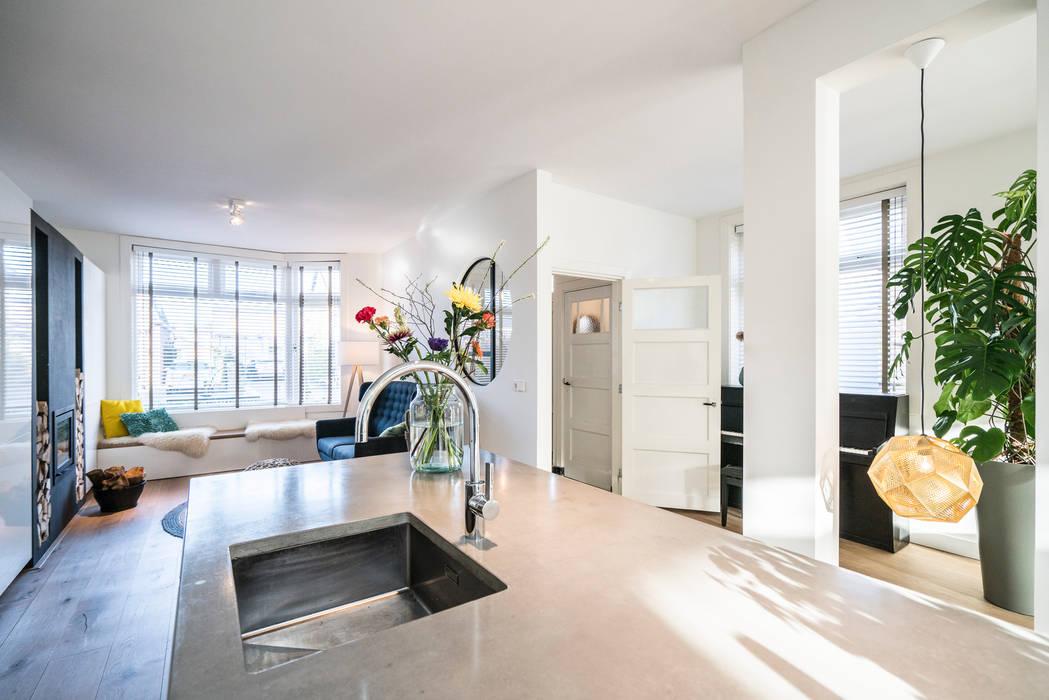 Keuken staat centraal in de woonkamer Masters of Interior Design Moderne keukens Beton Grijs