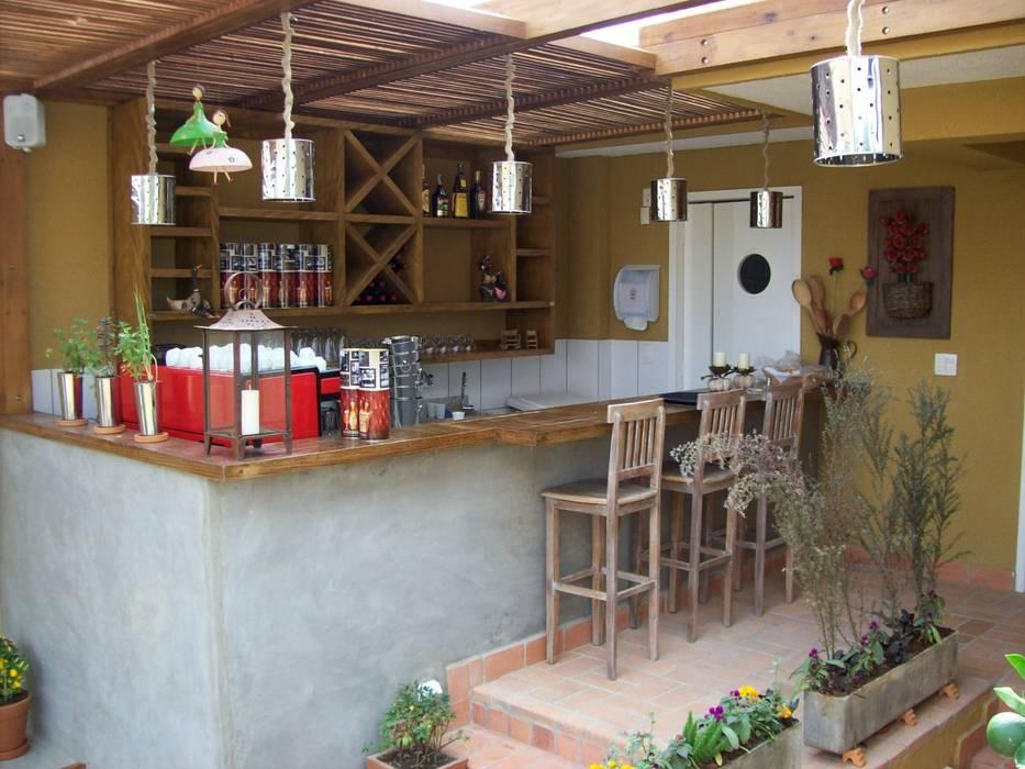 by Empório Brasil Marcenaria Rustic Solid Wood Multicolored