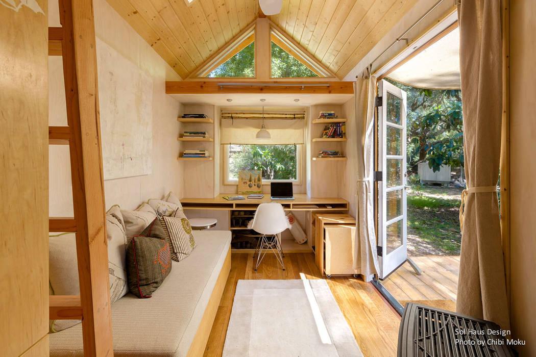 Minimalist living room by Chibi Moku Minimalist Engineered Wood Transparent