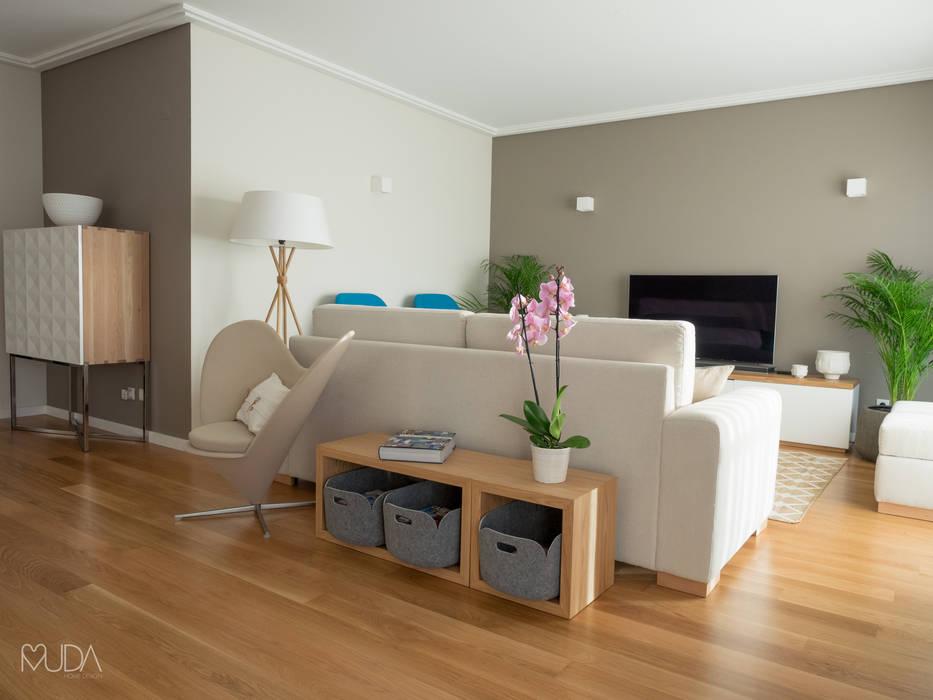 Salones de estilo moderno de MUDA Home Design Moderno