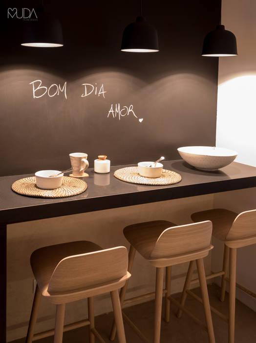 現代廚房設計點子、靈感&圖片 根據 MUDA Home Design 現代風