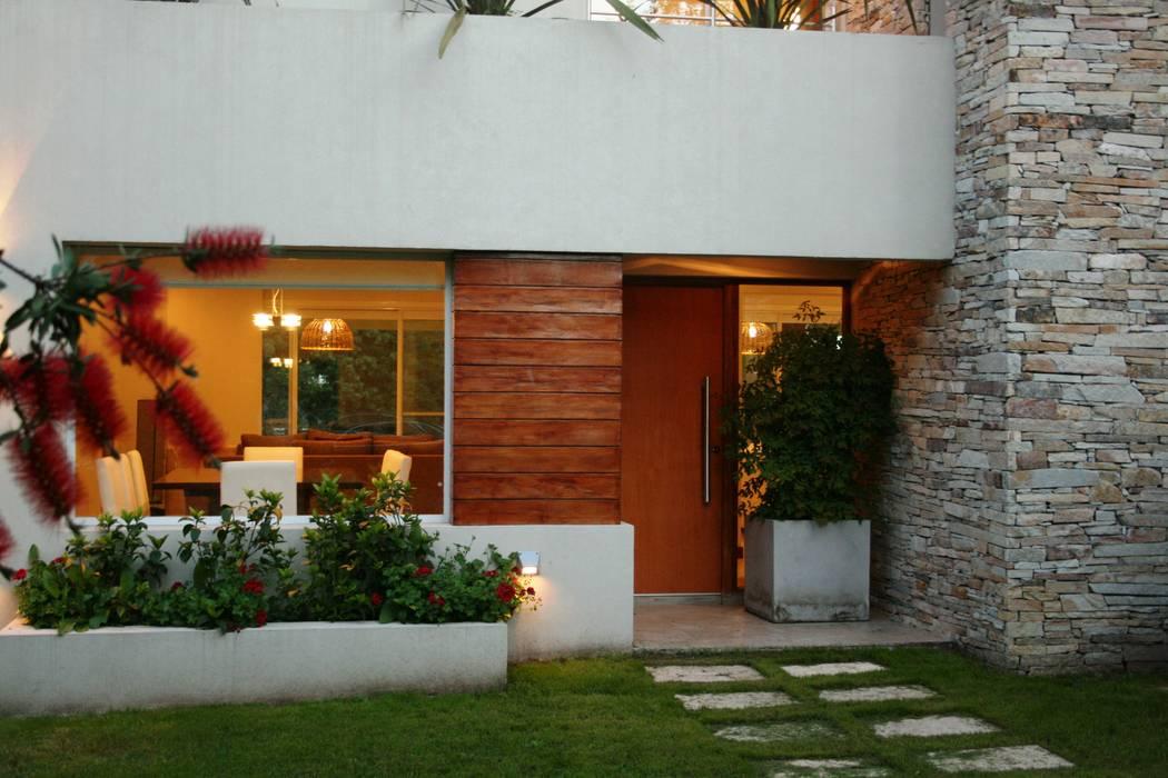 Rumah Modern Oleh Rocha & Figueroa Bunge arquitectos Modern