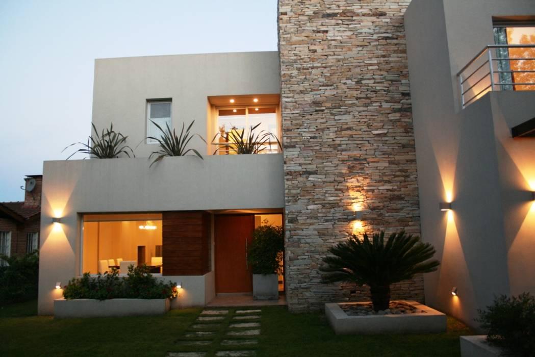 Casas de estilo  por Rocha & Figueroa Bunge arquitectos,