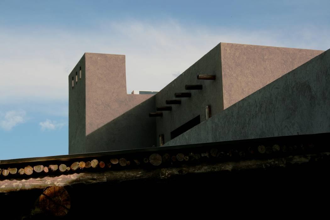 by Rocha & Figueroa Bunge arquitectos Рустiк