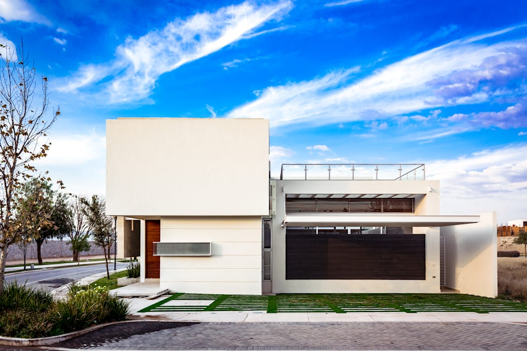 Rumah Modern Oleh GENETICA ARQ STUDIO Modern
