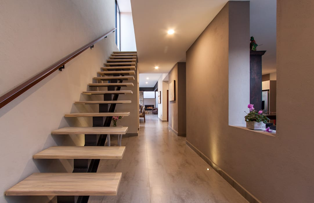 Modern Corridor, Hallway and Staircase by Loyola Arquitectos Modern