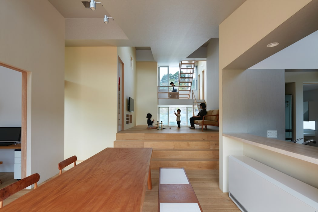 Living room by 藤原・室 建築設計事務所, Modern