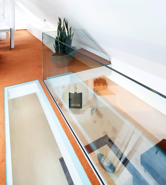 Planungsbüro für Innenarchitektur Oficinas de estilo moderno
