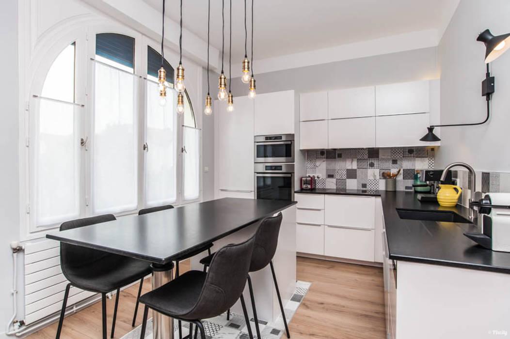 Modern Kitchen by Pixcity Modern