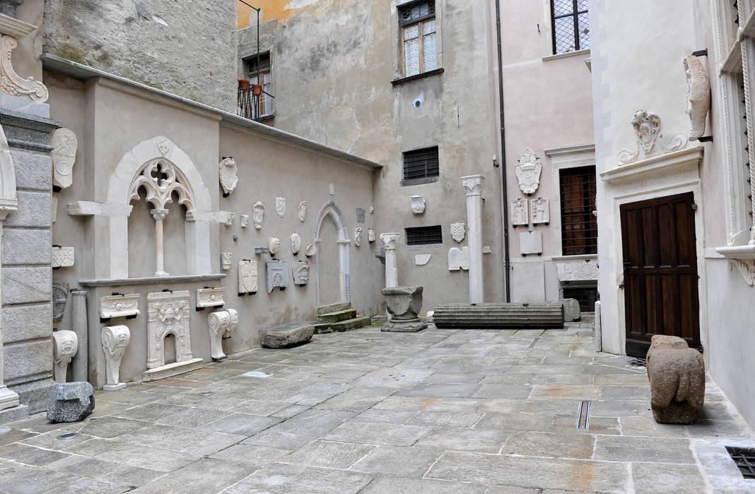 PALAZZO SILVA: Case in stile in stile Classico di squaremeter di chiara zocchi ed erika piacentino