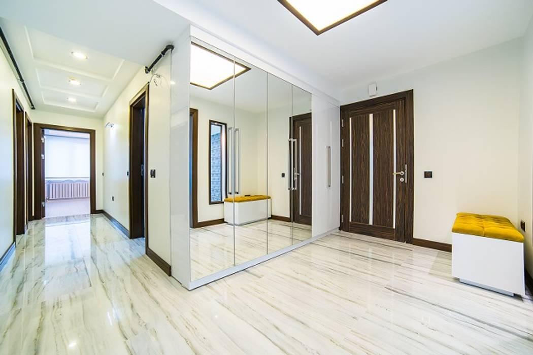 Minimalistyczny korytarz, przedpokój i schody od Onn Design Minimalistyczny Granit