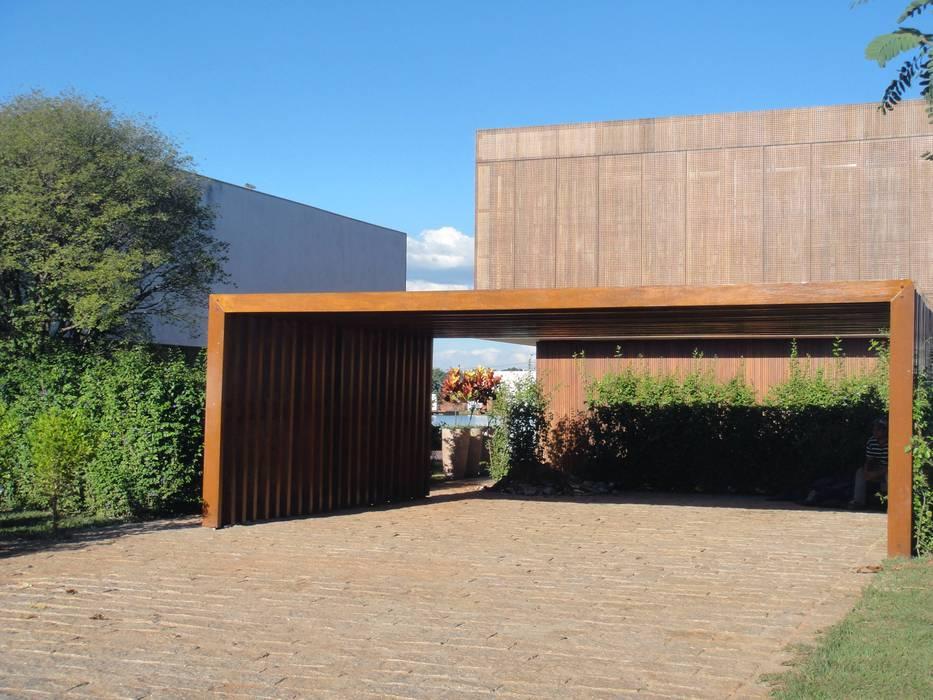 Tropical style garden by EKOA Paisagismo Tropical