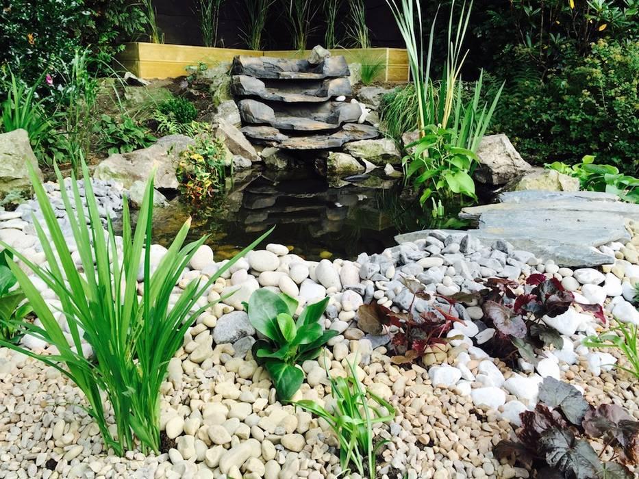 Water Feature Design โดย Garden Ninja Ltd คลาสสิค
