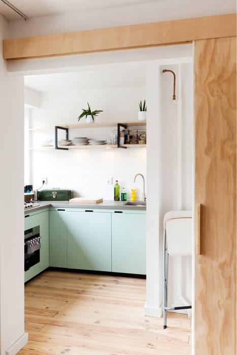 Studio Apartment:  Keuken door Kevin Veenhuizen Architects,