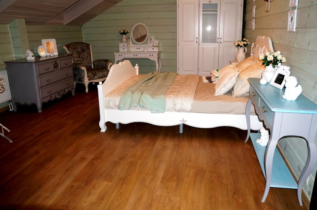 homify Country style bedroom Wood Beige