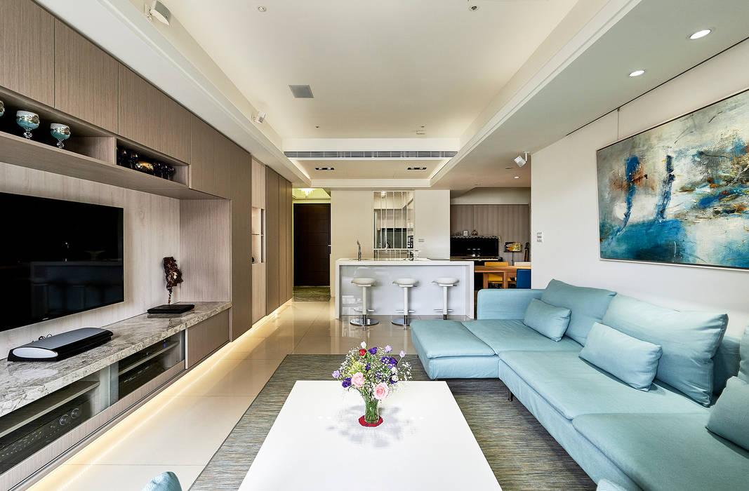 淺藍色調的幸福味:  客廳 by 青瓷設計工程有限公司