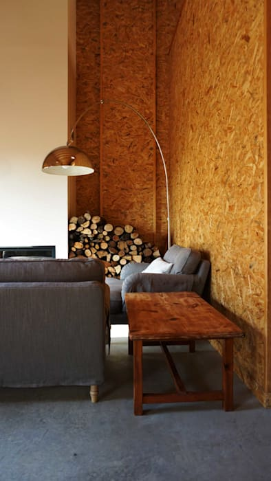 Salón Livings de estilo industrial de RIBA MASSANELL S.L. Industrial Madera Acabado en madera