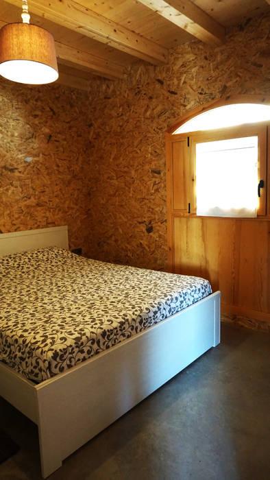 Dormitorio Principal Dormitorios de estilo industrial de RIBA MASSANELL S.L. Industrial Madera Acabado en madera