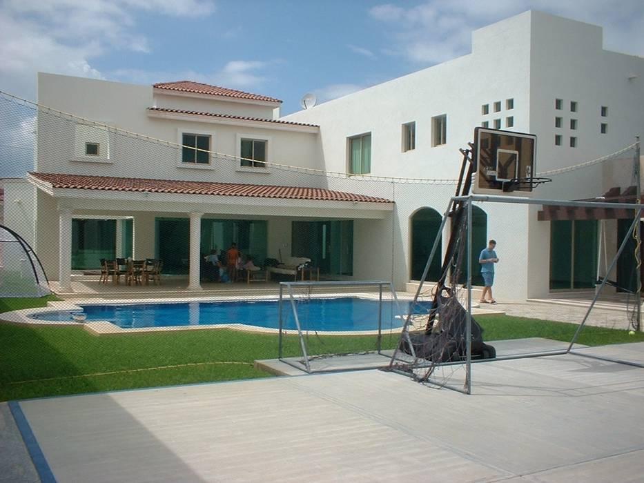 Casa Beige : Albercas de estilo topical por SG Huerta Arquitecto Cancun