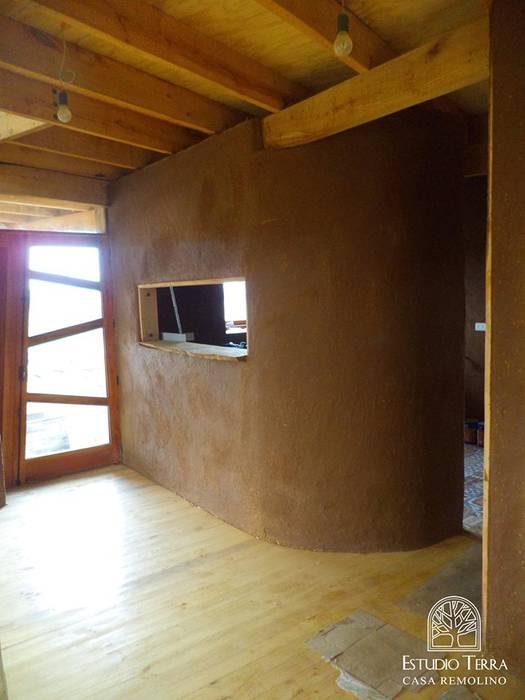 モダンな 壁&床 の Estudio Terra Arquitectura & Patrimonio モダン