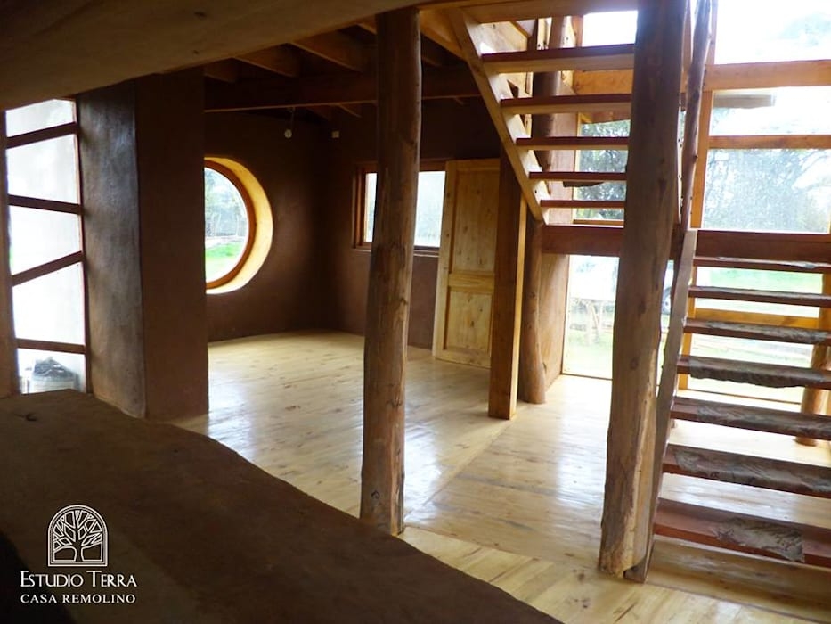 Estudio Terra Arquitectura & Patrimonio 現代風玄關、走廊與階梯