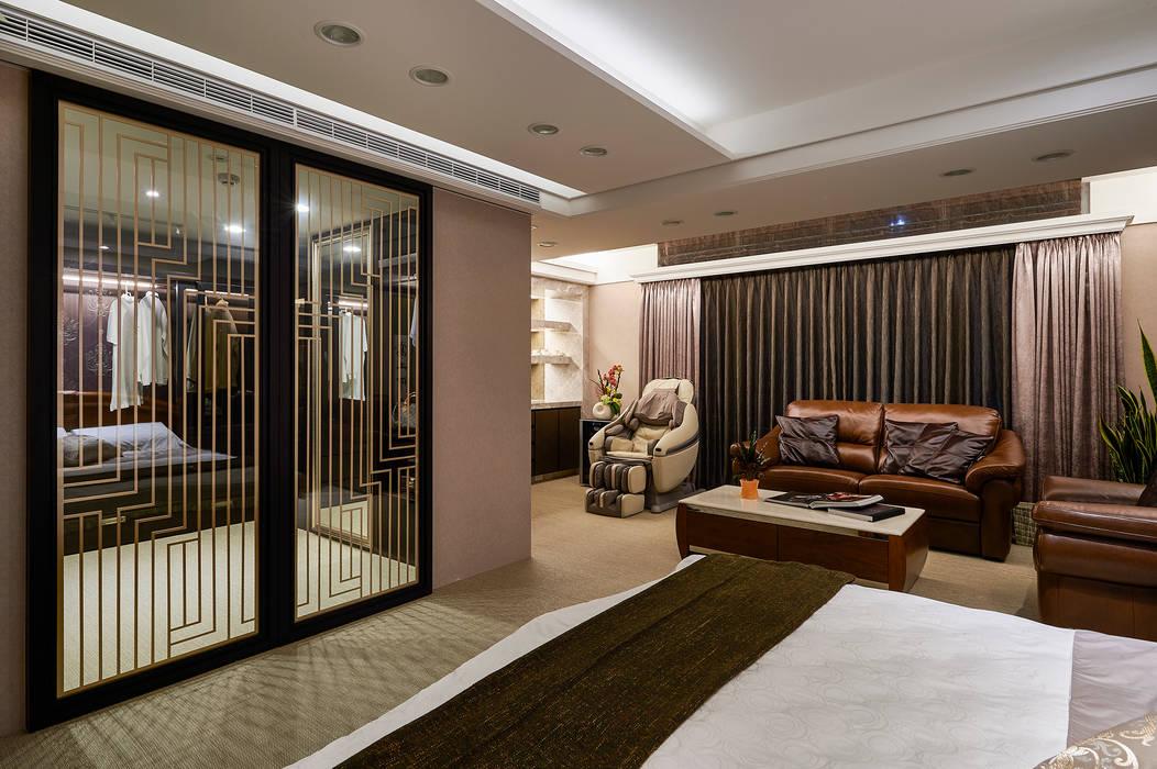 金色櫺窗線條勾勒出時尚更衣室 青瓷設計工程有限公司 更衣室