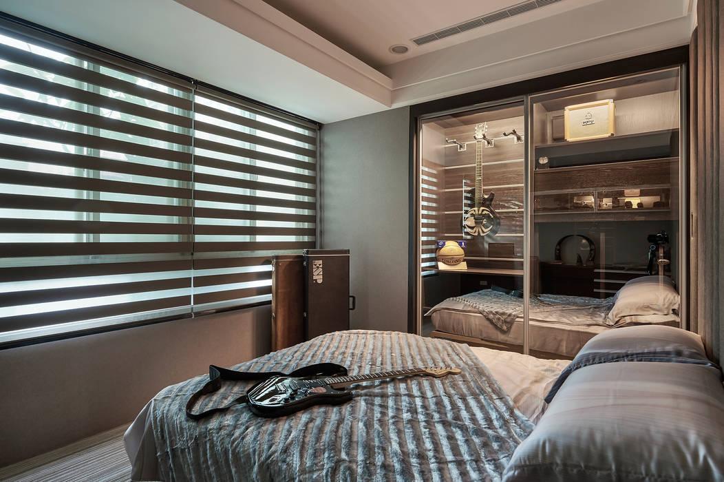 次臥房,銀灰色調與現代線條秀出低調奢華 根據 青瓷設計工程有限公司 古典風