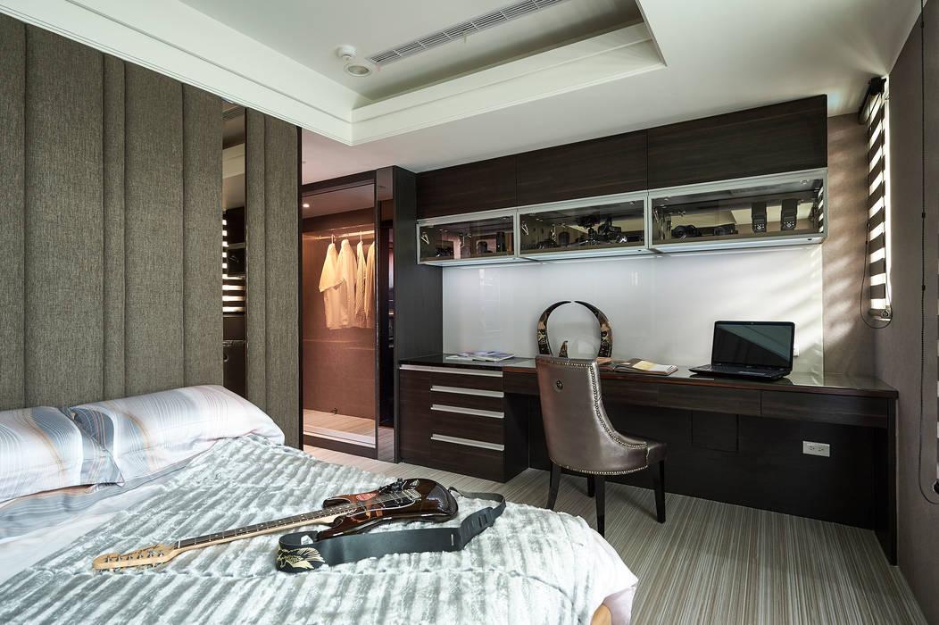 次臥房,銀灰色調與現代線條秀出低調奢華:  臥室 by 青瓷設計工程有限公司
