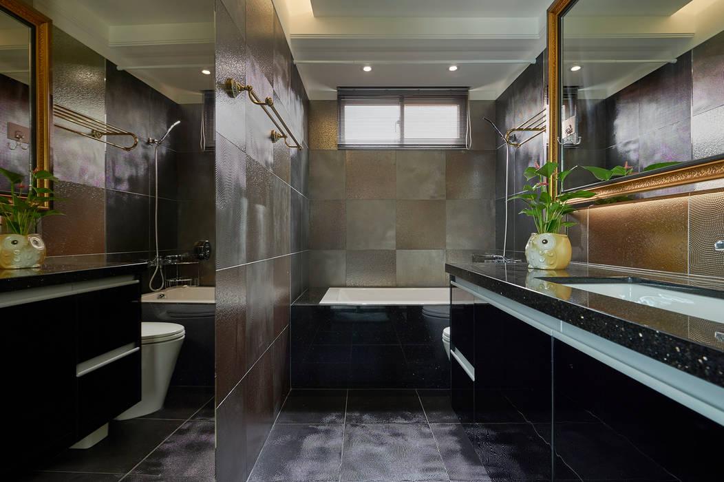 雅痞型男的金屬風衛浴空間:  浴室 by 青瓷設計工程有限公司